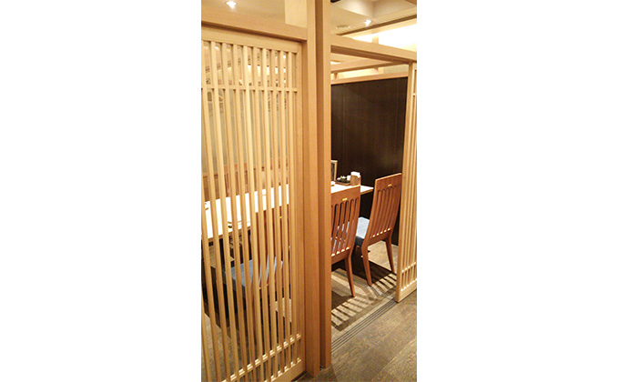 We have various large and small private rooms.