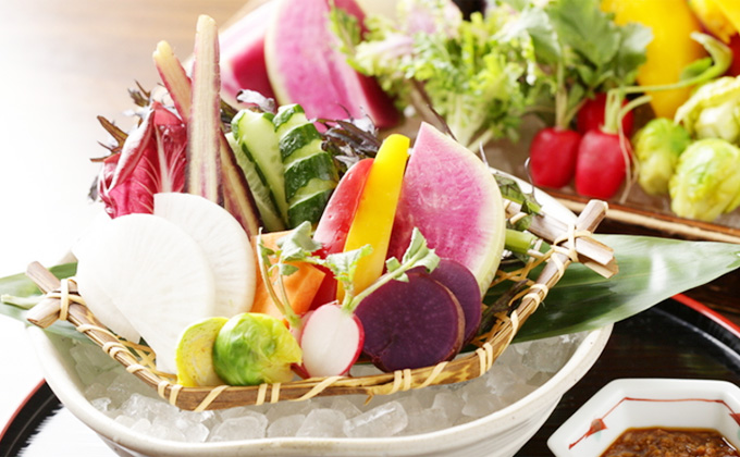 We offer carefully selected fresh fish and Japan-grown vegetables.