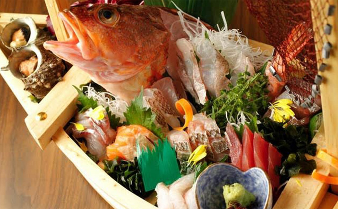 We hold the right to take part in seafood auctions in the market.