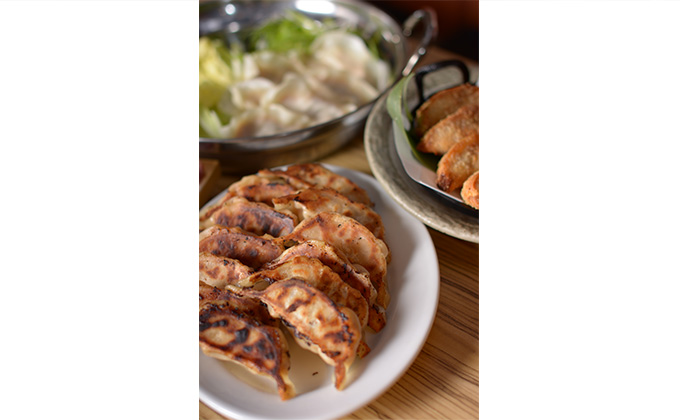 We serve gyoza dumplings made popular at a famous specialty restaurant.