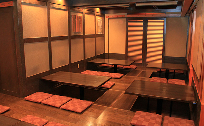 "We have relaxing seats in the ""ozashiki"" tatami rooms."