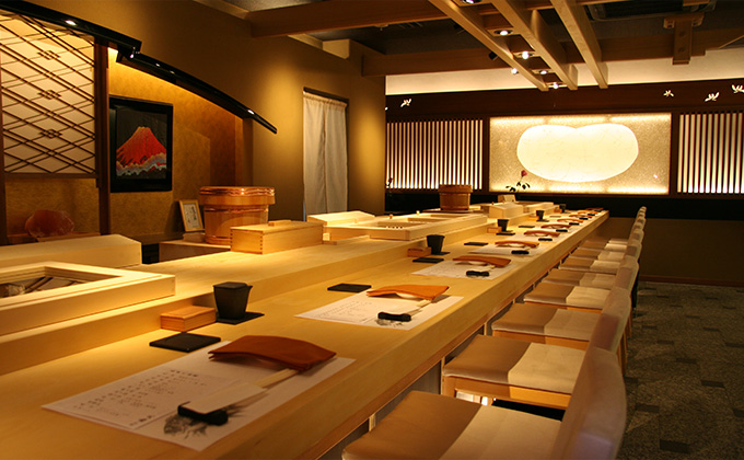 The interior is Japanese style with a relaxing atmosphere.