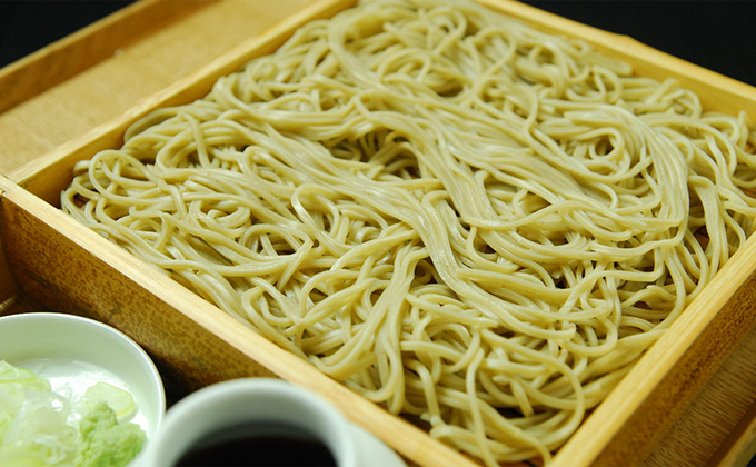 New soba noodles are served by our chefs, who make it a rule to make only enough soba for the day.