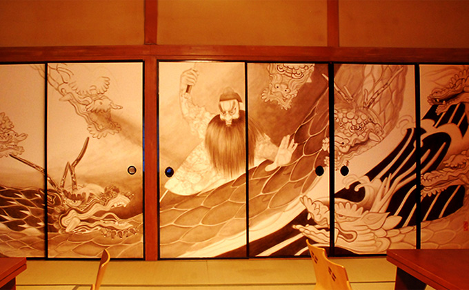 "Come view ""Iwami Kagurazaka Fusumae Orochizu"" (an ink painting of a giant snake) in the large hall."