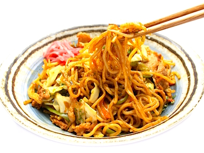 Yakisoba (stir-fried noodles)