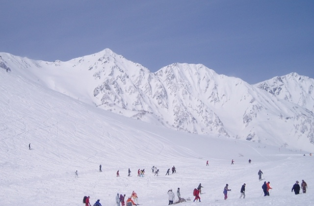 35f3e103433 Many of these resorts offer frequent fireworks shows and even night-skiing  until 8:30 or 9:00 pm. More details can be found at ...